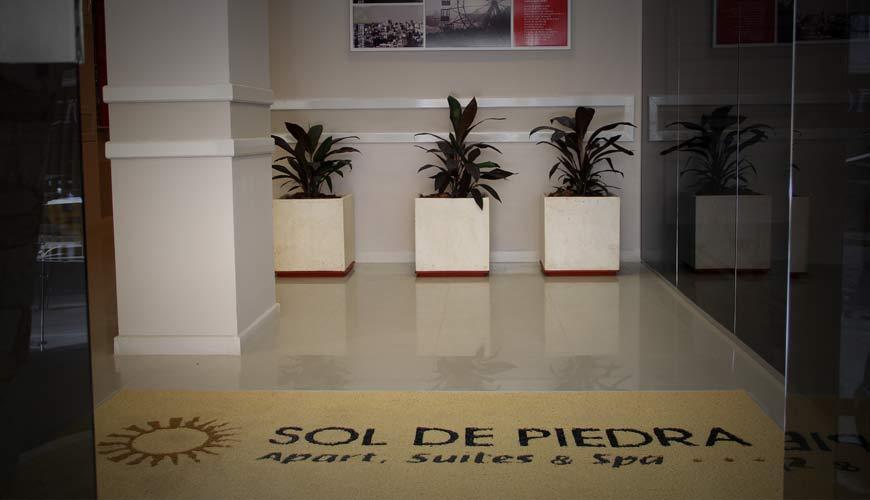 Entrada al Hotel Sol de Piedra