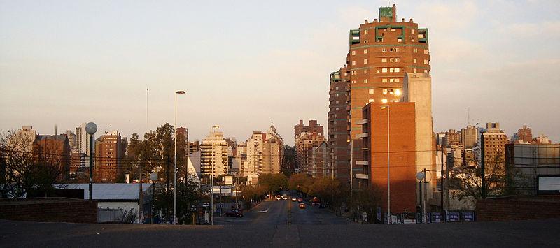 Vista del Barrio Nueva Córdoba desde una de sus calles más populares: Pueyrredón